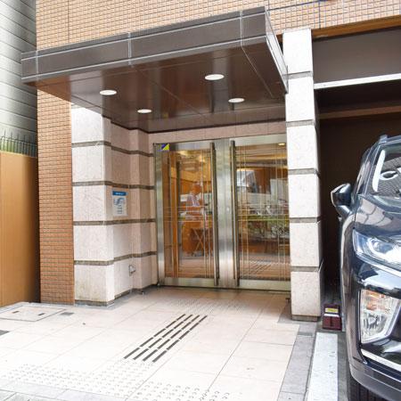 京都駅前fom-2 禁煙(84)外玄関①